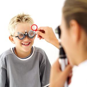 Обследование зрения у врача