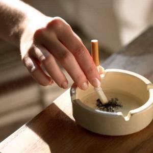 Пепельница с сигаретой