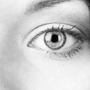 Глаз черно-белое фото