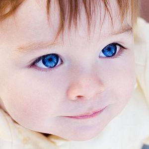 Малыш с синими глазами