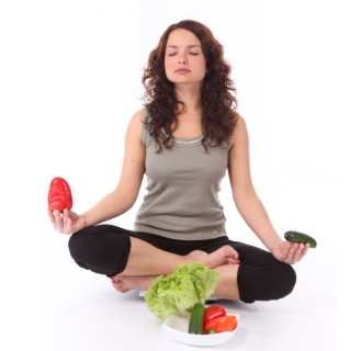 Девушка и овощи