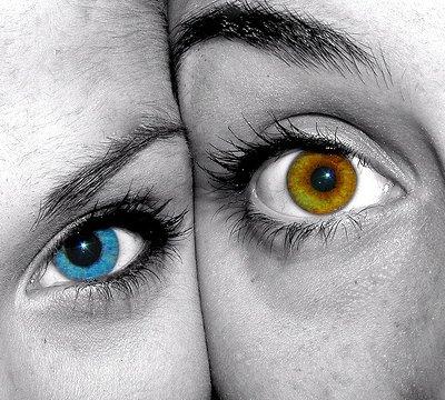 Люди с голубыми и карими глазами