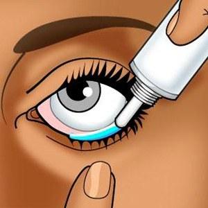 Мажет глаз