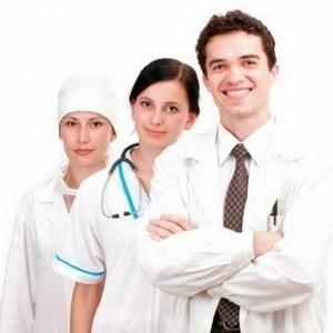 Врач и медсестры