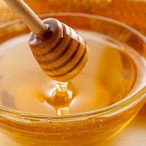 Мед в тарелке