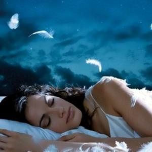 Девушка крепко спит
