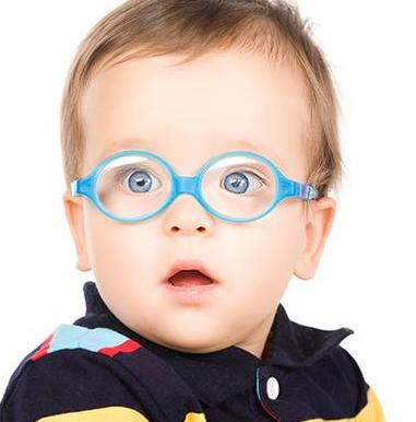 Ребенок в голубых очках