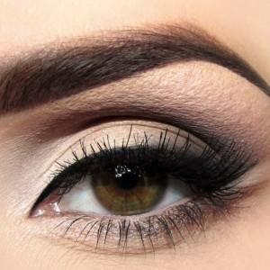 Темно-коричневый глаз
