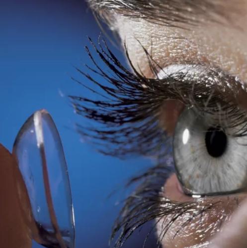 Контактная линза и глаз