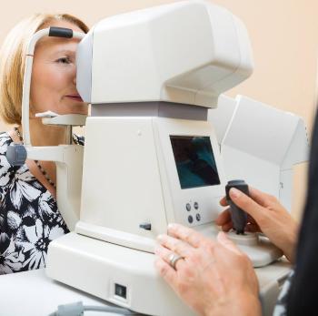 Измерение глазного давления на пневмотонометре