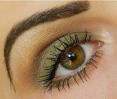 Женский зеленый глаз